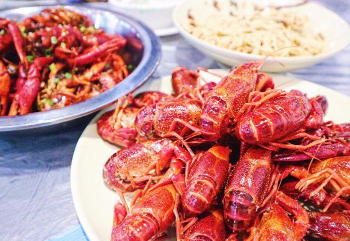 武汉靓靓蒸虾老板_武汉万松园雪松路的那些美食